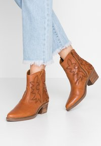 mtng - TEO - Cowboy/biker ankle boot - brown - 0