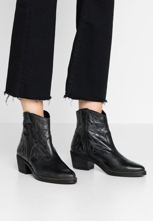 TEO - Cowboy/biker ankle boot - black
