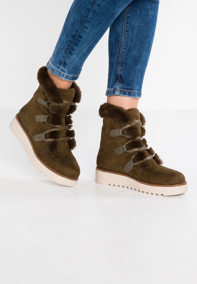 mtng - NEW SCHOOL - Platform ankle boots - antil kakhy