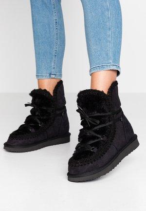 IGLU - Kotníkové boty na klínu - black