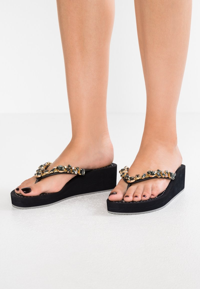 Mustang - T-bar sandals - schwarz