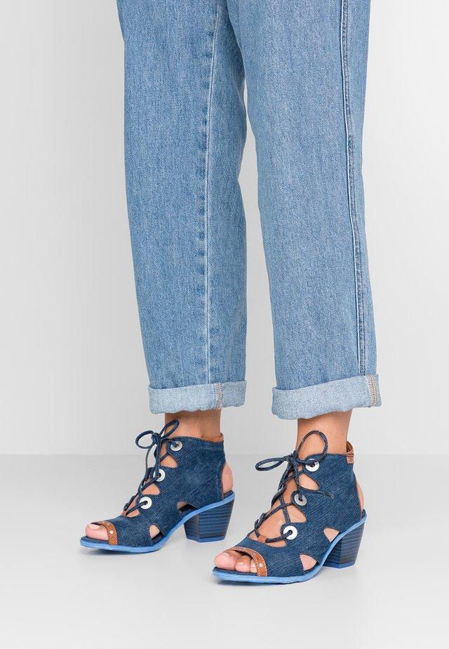 Sandalen met enkelbandjes - jeansblau