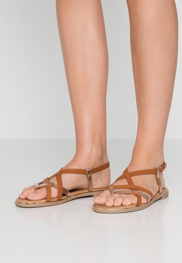 Sandaler m/ tåsplit - braun/bronze
