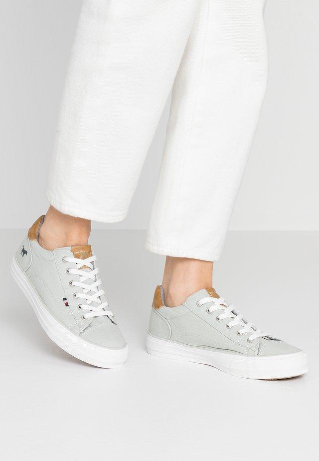Sneakers - silbergrau