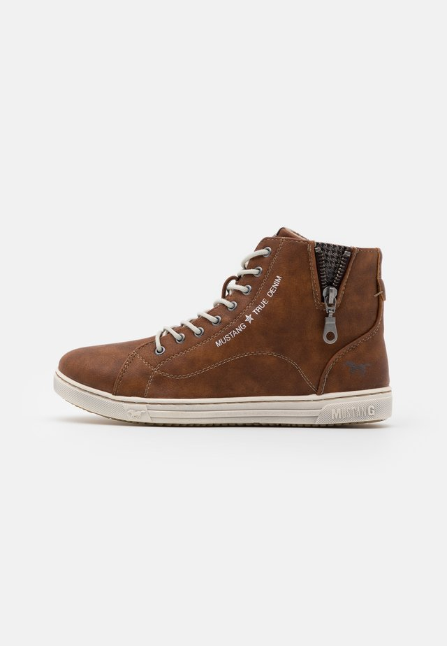 Sneakers alte - kastanie