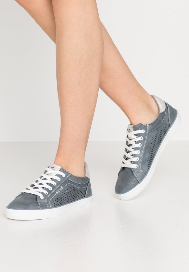 Sneakers - sky
