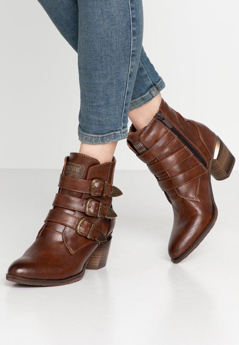 Mustang - Cowboy/biker ankle boot - kastanie