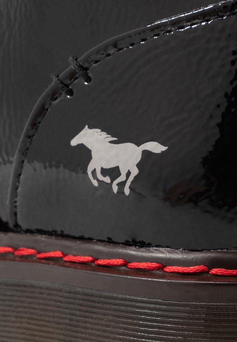 À À Bottines Mustang Bottines Plateau Schwarz Plateau Mustang fyY7b6vg