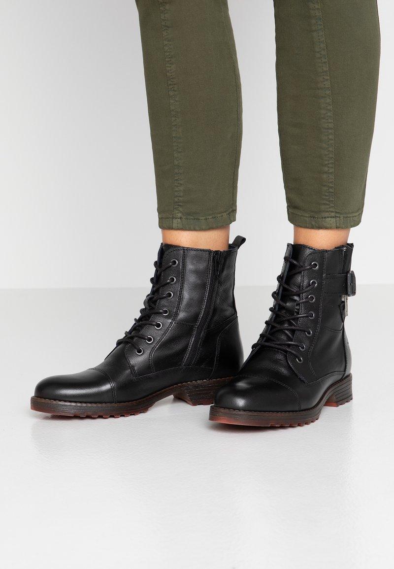 Mustang - Šněrovací kotníkové boty - schwarz