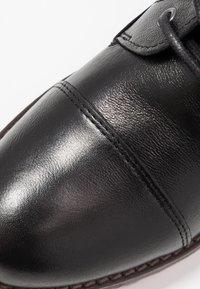 Mustang - Šněrovací kotníkové boty - schwarz - 2