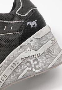 Mustang - Baskets basses - schwarz - 2