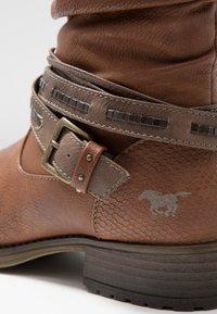 Mustang - Zimní obuv - kastanie - 2