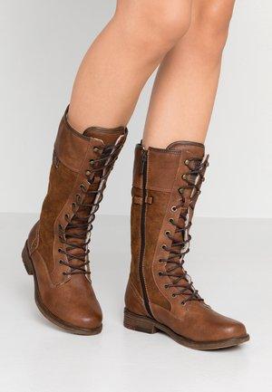 Šněrovací vysoké boty - kastanie