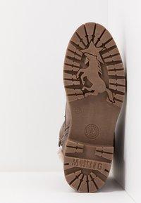 Mustang - Kotníkové boty na platformě - taupe - 6