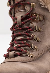 Mustang - Kotníkové boty na platformě - taupe - 2