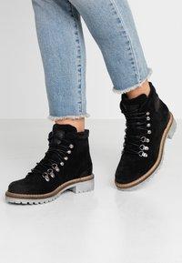 Mustang - Kotníková obuv - schwarz - 0