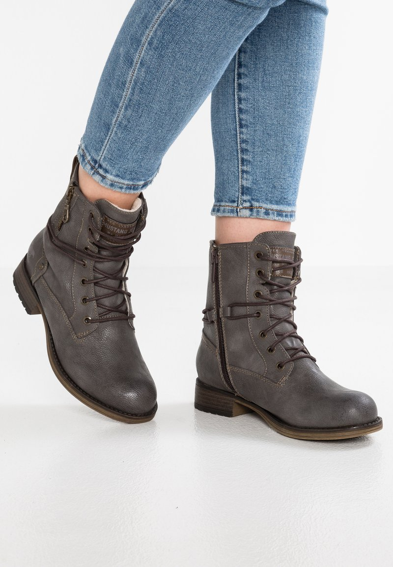 Mustang - Lace-up ankle boots - dunkelgrau