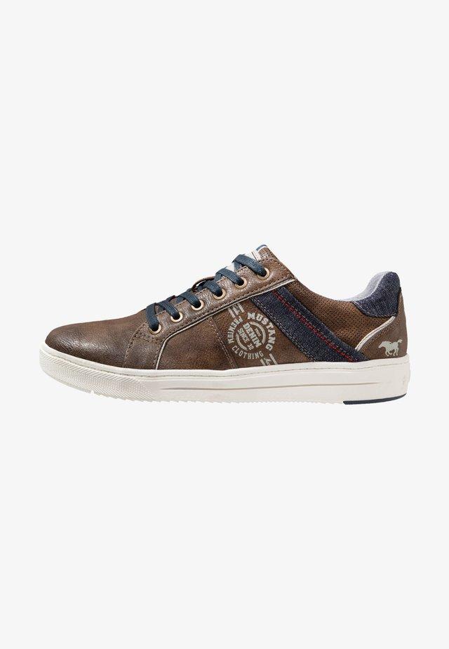 Sneakers - dunkelbraun