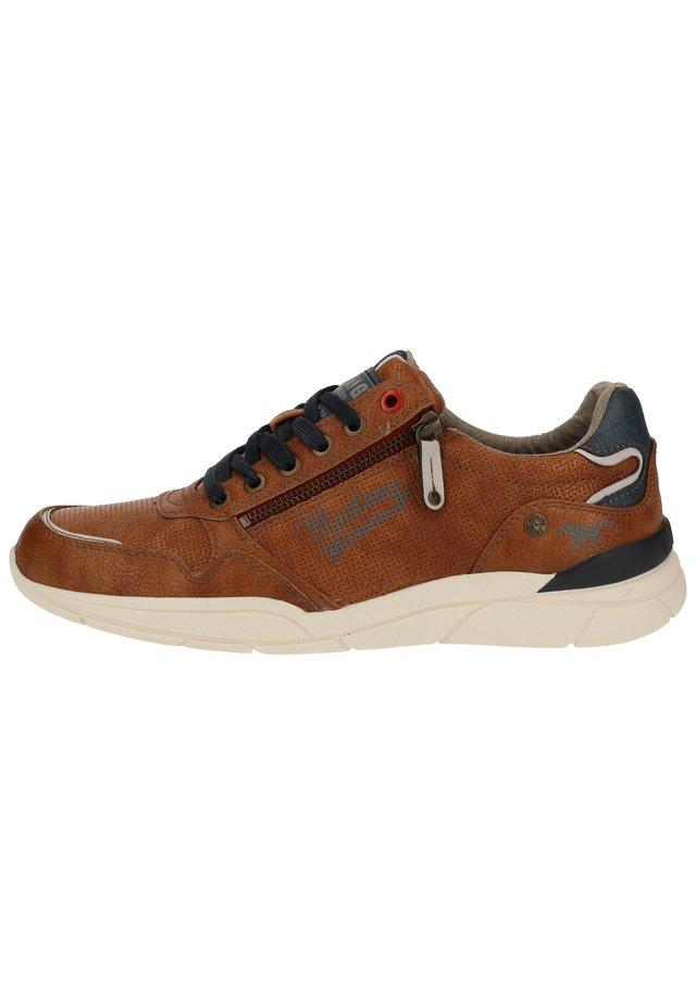 SNEAKER - Sneakersy niskie - cognac