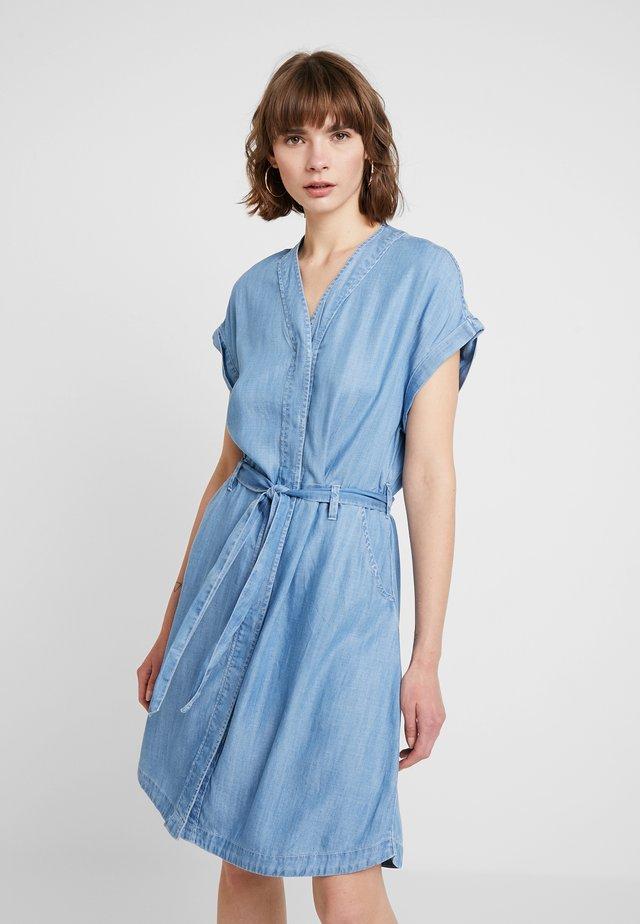 DRESS - Vapaa-ajan mekko - medium bleach