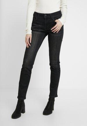 SISSY - Jeans slim fit - super dark