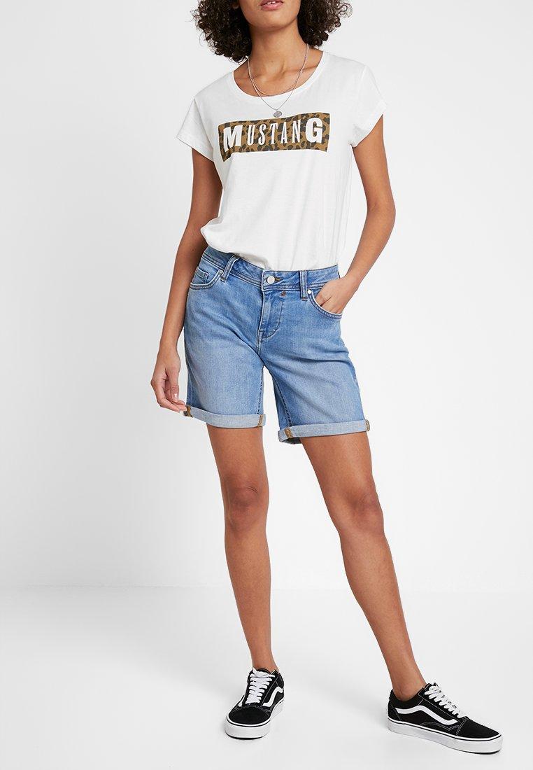Mustang - BERMUDA - Jeans Shorts - strong bleach