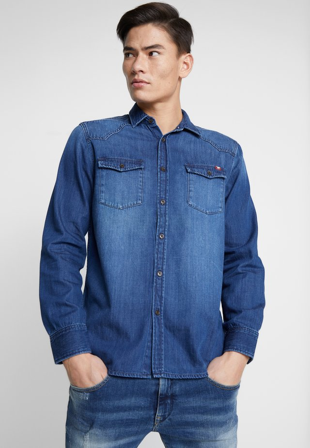 CALVIN - Skjorter - denim blue