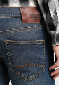 Mustang - OREGON TAPERED - Slim fit jeans - stone washed - 4