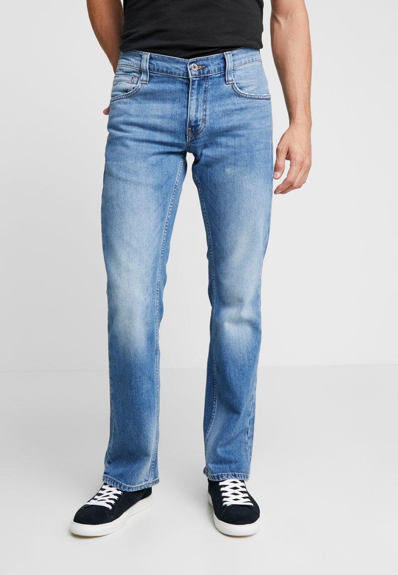 Mustang - OREGON - Jeans Bootcut - medium bleach