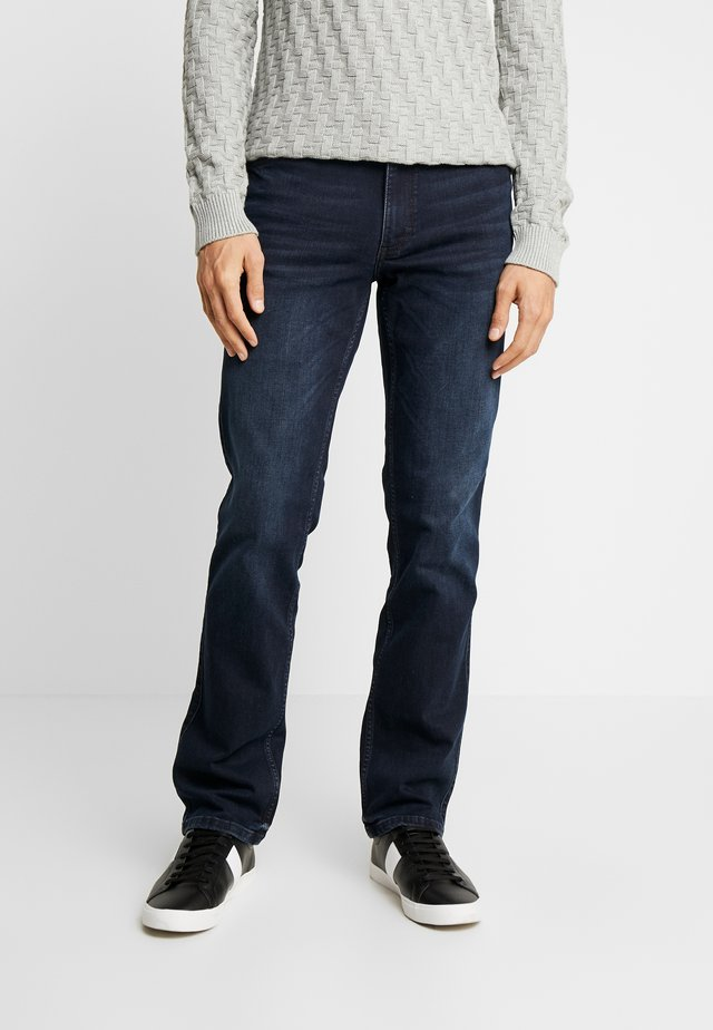 TRAMPER - Jeans Tapered Fit - super dark