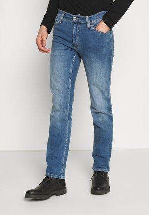 TRAMPER - Slim fit jeans - denim blue