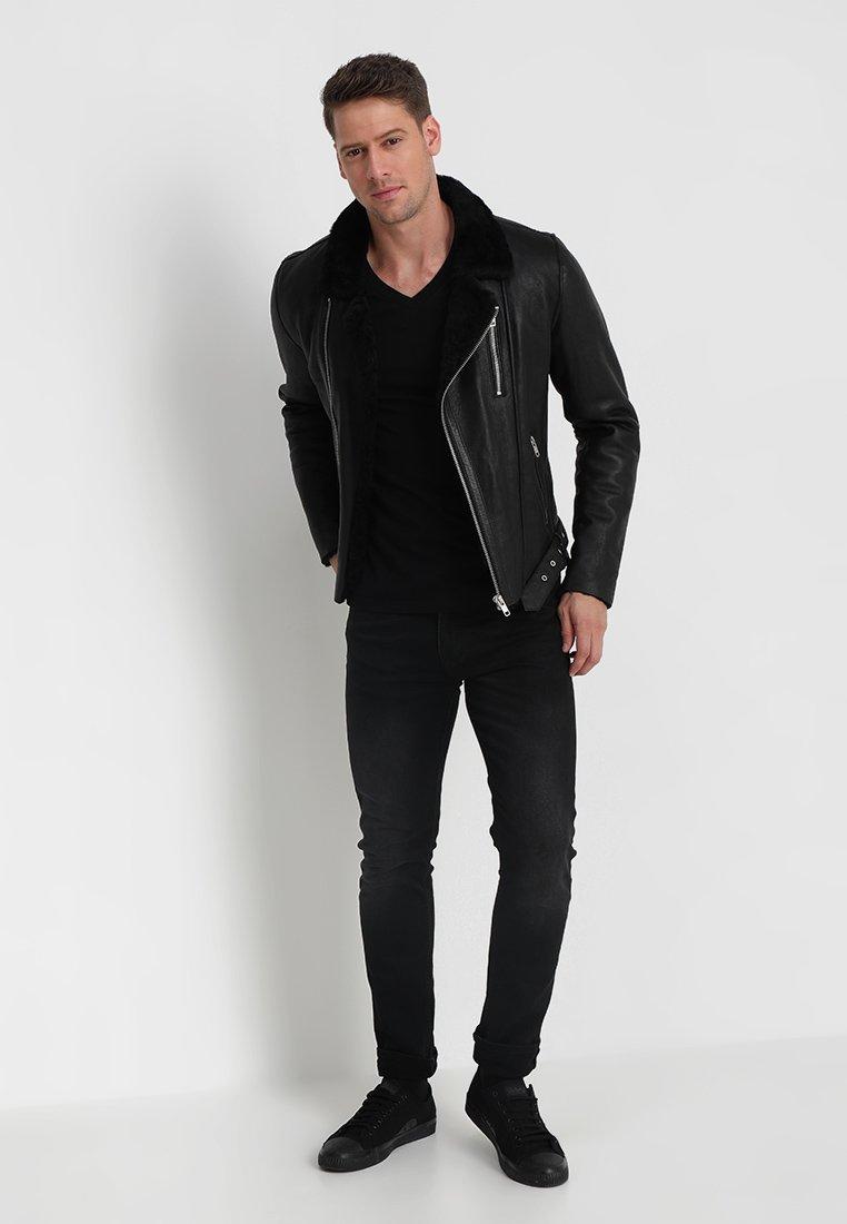 Mustang - 2-PACK V-NECK - T-shirt - bas - black