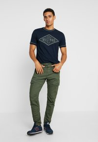 Mustang - ALEX - T-shirt imprimé - dark saphire - 1