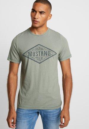 ALEX - Camiseta estampada - sea spray