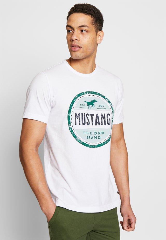 ALEX C - T-shirt med print - general white
