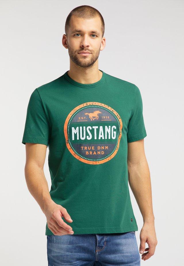 ALEX C - Print T-shirt - green