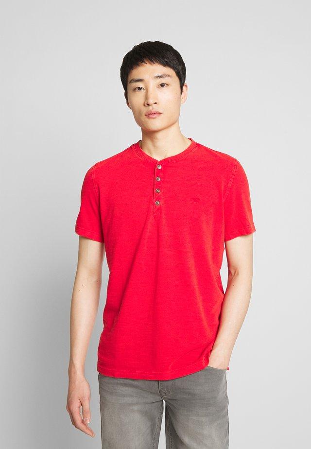 ALEX - Basic T-shirt - tango red