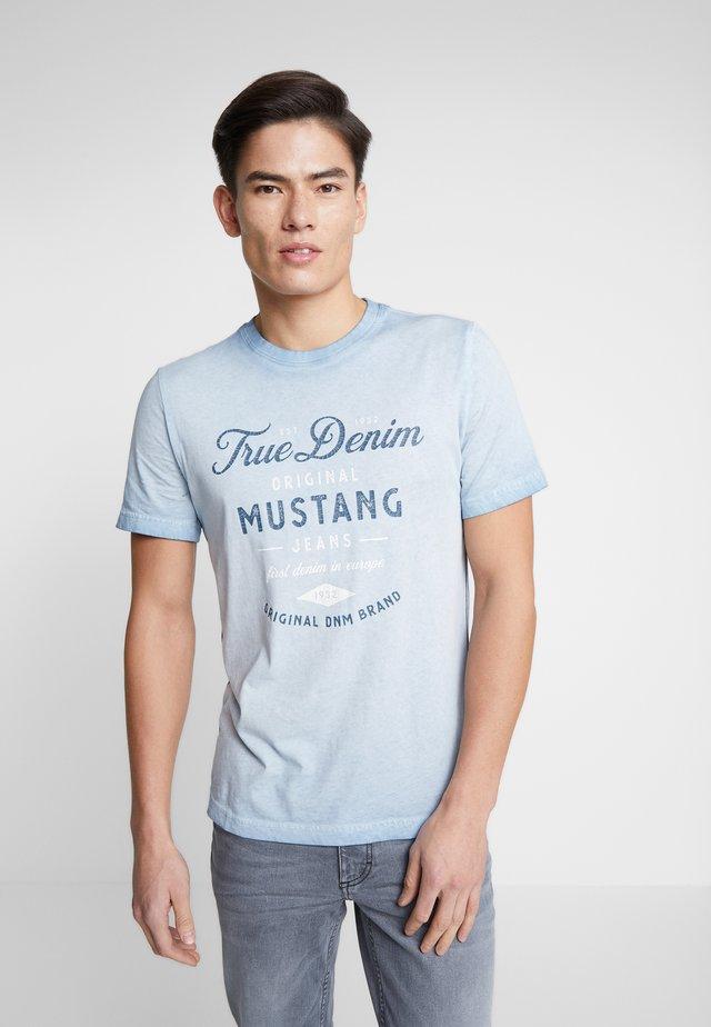 ALEX - T-shirts med print - faded denim