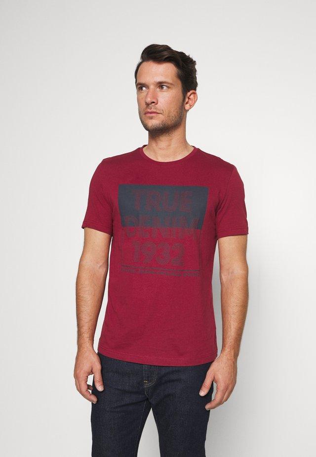 ALEX PRINT - T-Shirt print - rhubarb