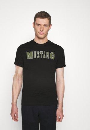 ALEX C - Print T-shirt - black