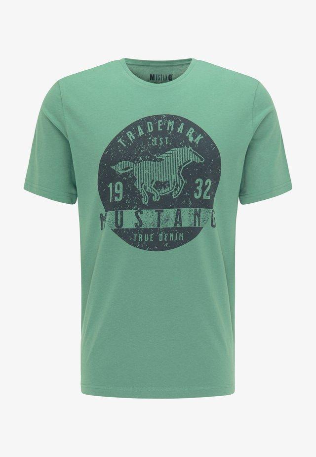 ALEX  - Print T-shirt - grün