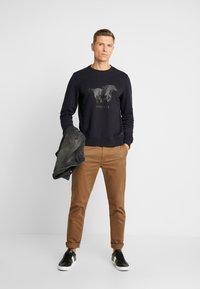 Mustang - BEN LOGOPRINT - Sweatshirt - caviar - 1