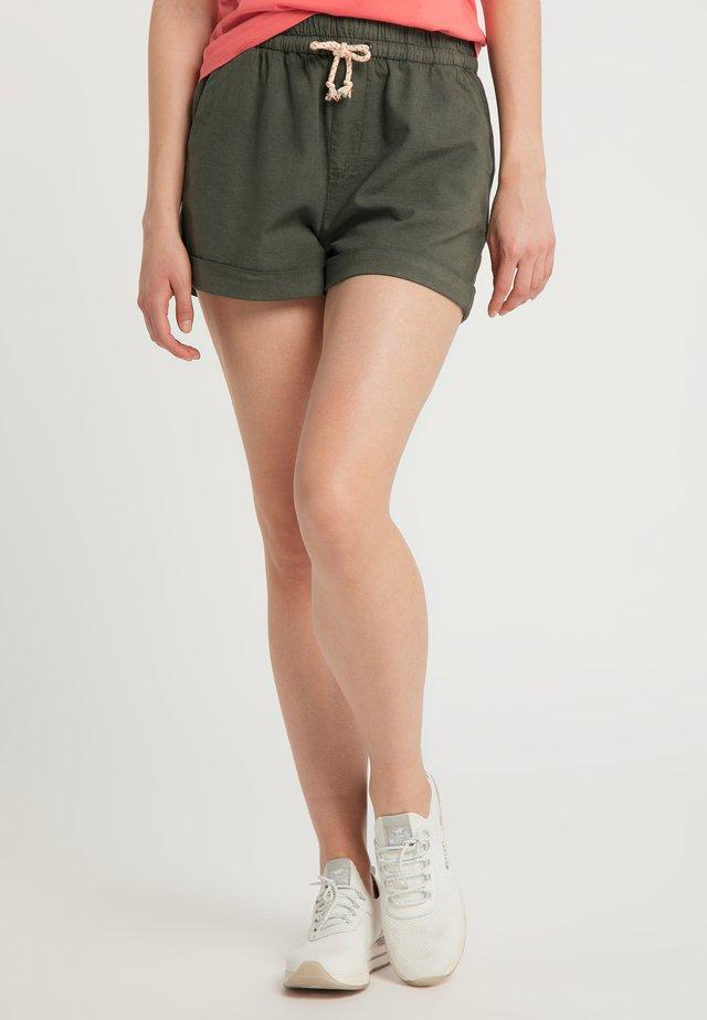 HOSE BEACH SHORTS - Shorts - grün