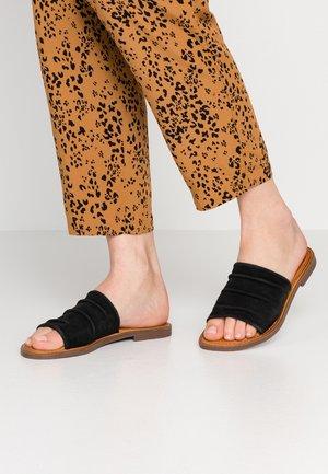 KENNICE - Pantofle - black