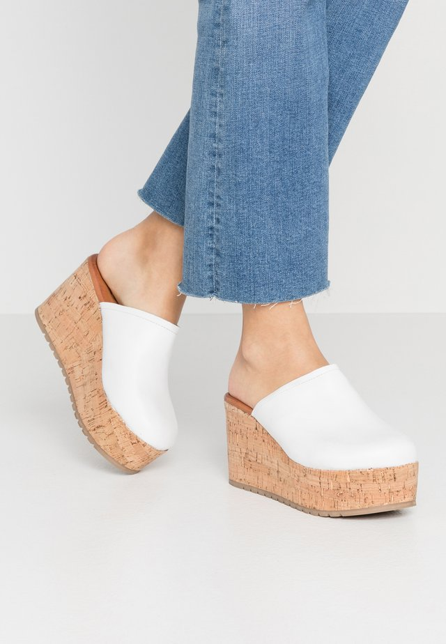 OLYMPIA - Pantolette hoch - white