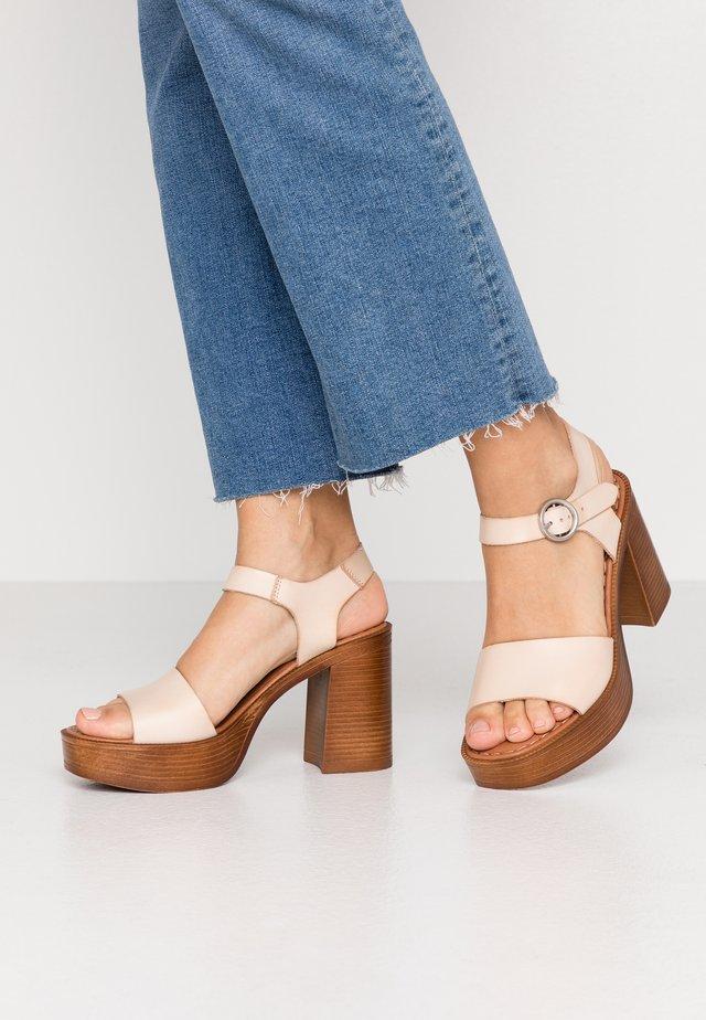 UMA - Sandalen met hoge hak - beige