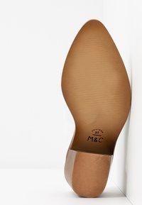 Musse & Cloud - HELEN - Pantofle na podpatku - white - 6