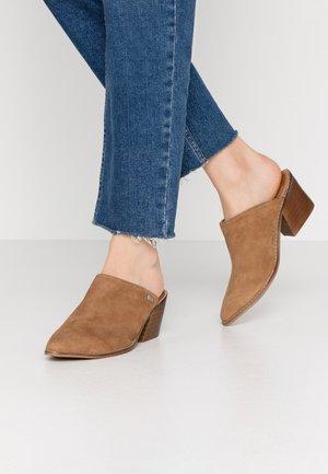 HELEN - Pantofle na podpatku - cue