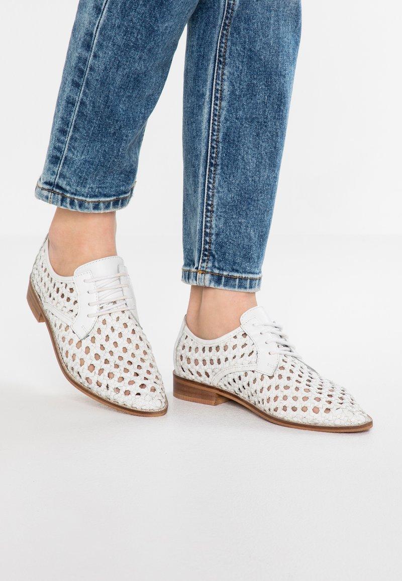 Musse & Cloud - LYDIA - Sznurowane obuwie sportowe - white