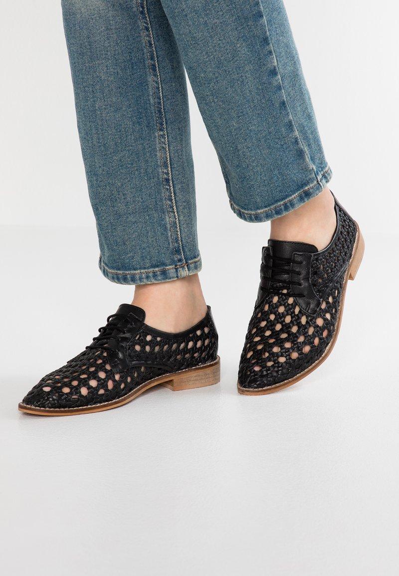 Musse & Cloud - LYDIA - Sznurowane obuwie sportowe - black